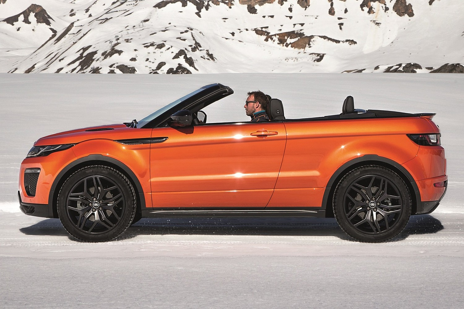 2017 Land Rover Range Rover Evoque HSE Dynamic Convertible SUV Exterior. Options Shown.