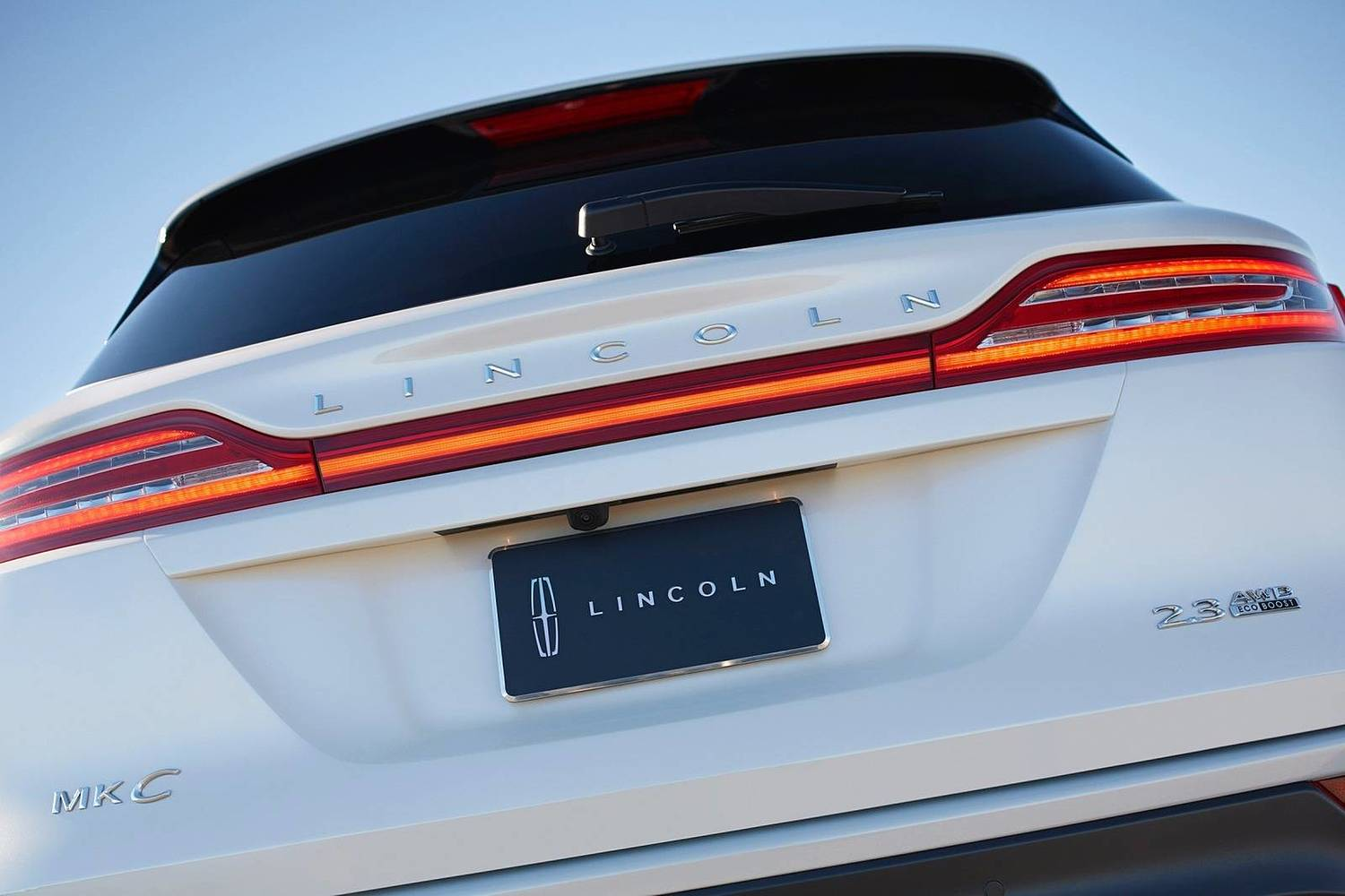 Lincoln MKC Select 4dr SUV Exterior Detail. Options Shown. (2016 model year shown)
