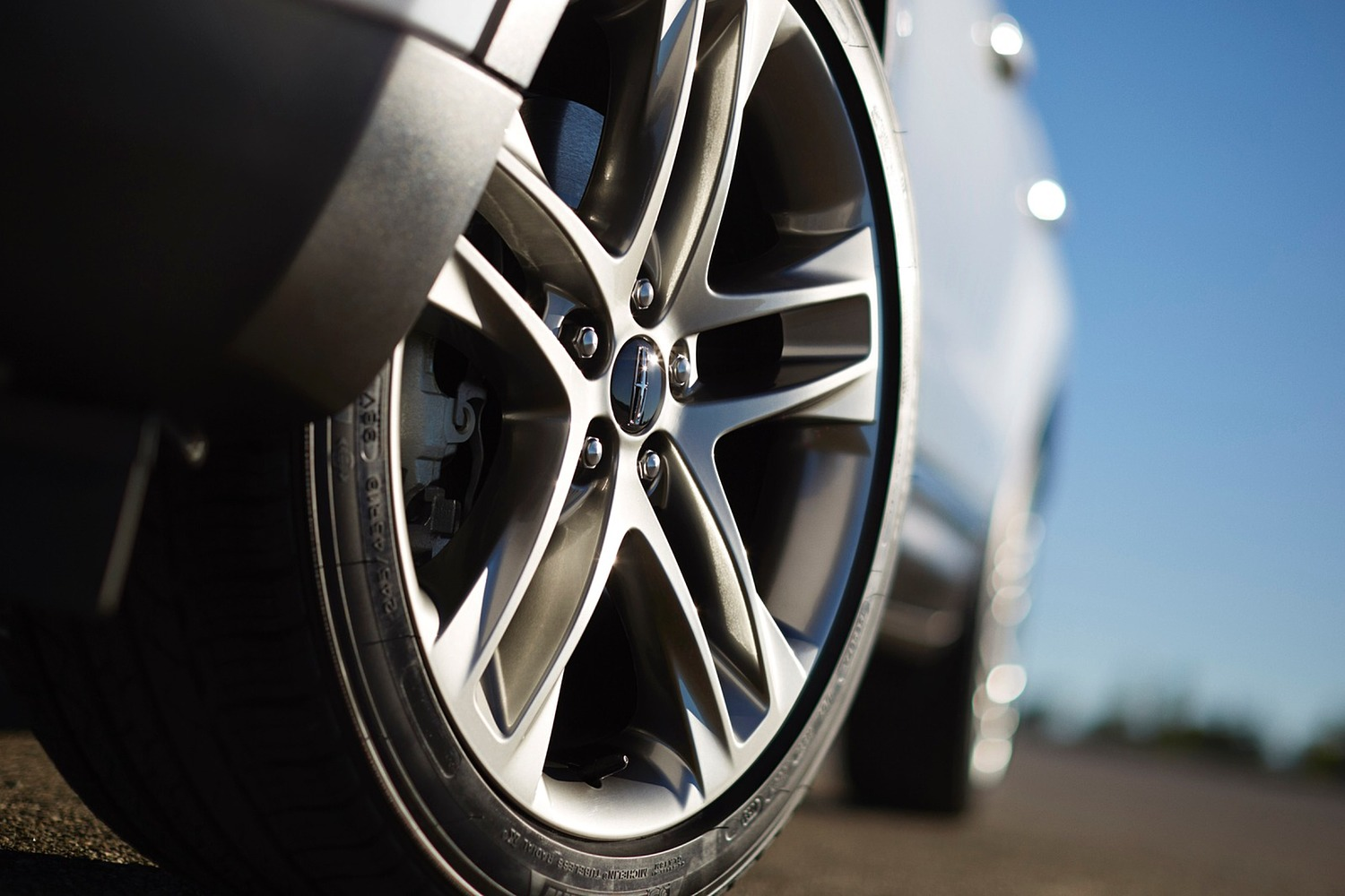 Lincoln MKC Select 4dr SUV Wheel (2016 model year shown)