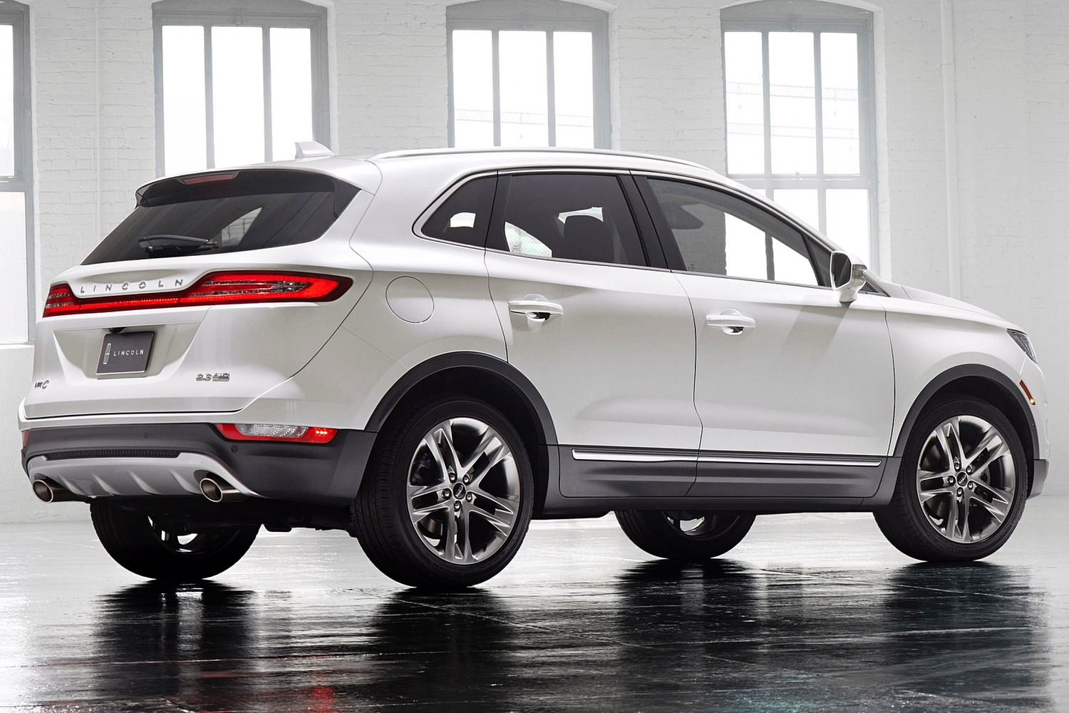 Lincoln MKC Select 4dr SUV Exterior. Options Shown. (2016 model year shown)