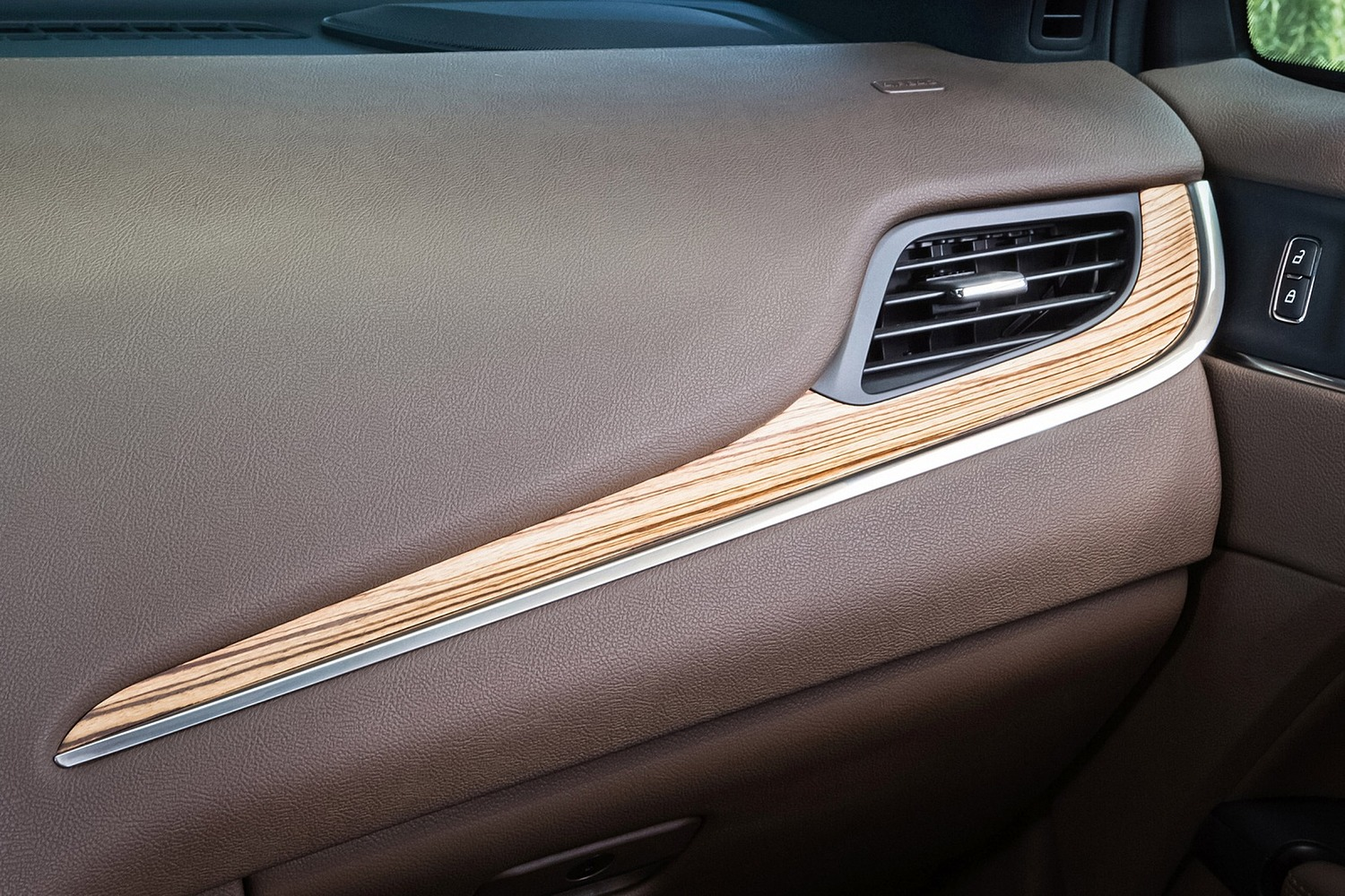 Lincoln MKC Select 4dr SUV Interior Detail (2016 model year shown)