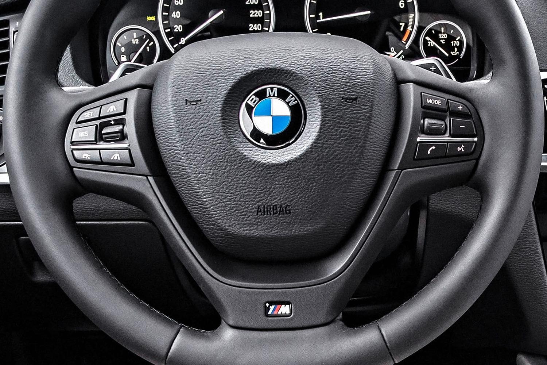 2016 BMW X4 xDrive35i 4dr SUV Steering Wheel Detail