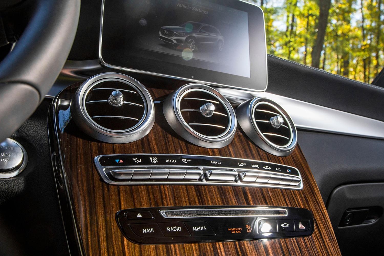2016 Mercedes-Benz GLC-Class GLC300 4MATIC 4dr SUV Center Console