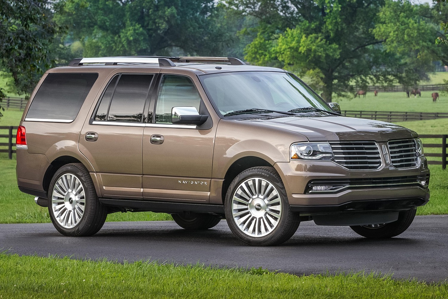 2016 Lincoln Navigator Reserve 4dr Suv Exterior Shown