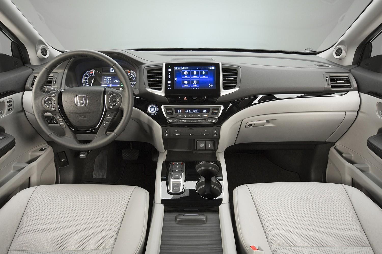 2016 Honda Pilot Elite 4dr SUV Dashboard