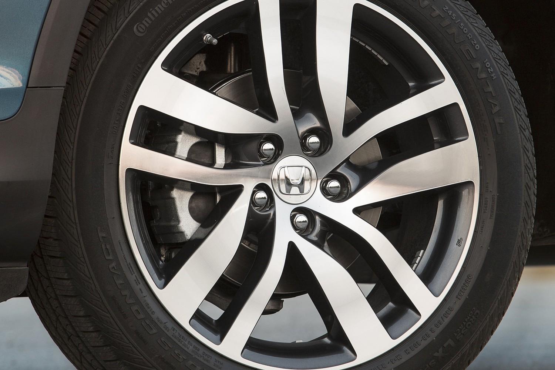 Honda Pilot Elite 4dr SUV Wheel (2016 model year shown)