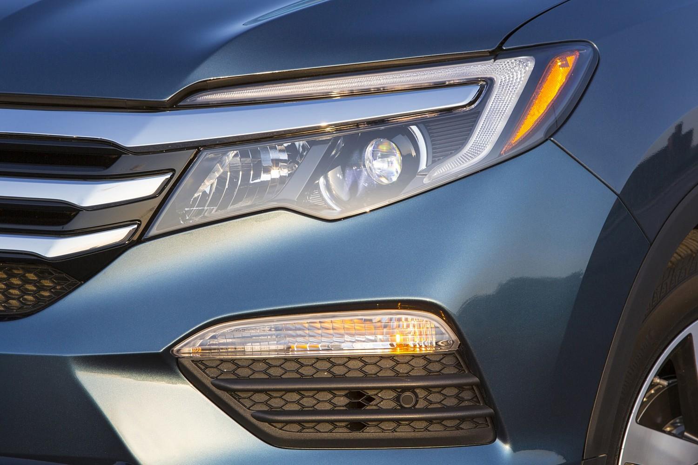 Honda Pilot Elite 4dr SUV Headlamp Detail (2016 model year shown)