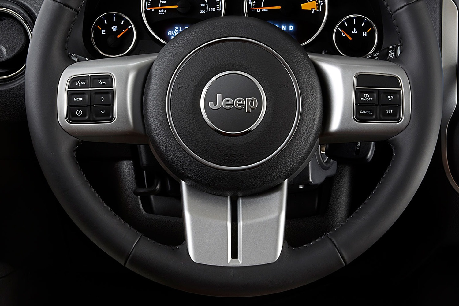 2016 Jeep Compass High Altitude 4dr SUV Steering Wheel Detail