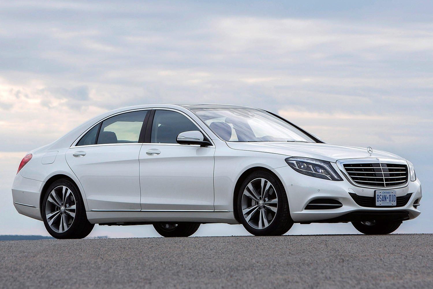 first side plug benz in hybrid mercedes features view driver front drive