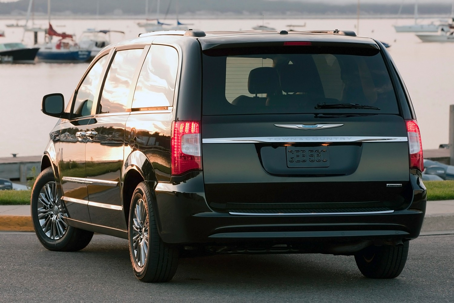2016 Chrysler Town and Country Limited Passenger Minivan Exterior