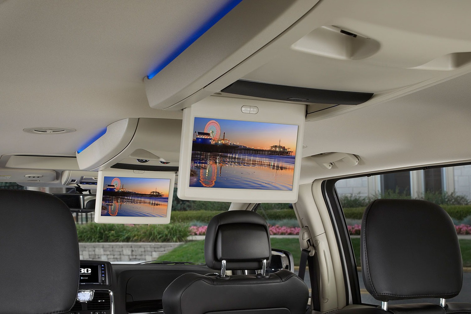 2016 Chrysler Town and Country Anniversary Edition Passenger Minivan Interior Detail