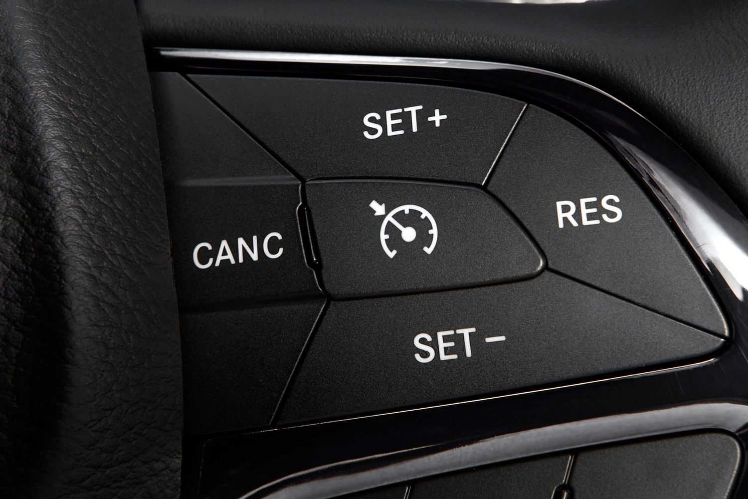 2016 Chrysler 200 S Sedan Steering Wheel Detail