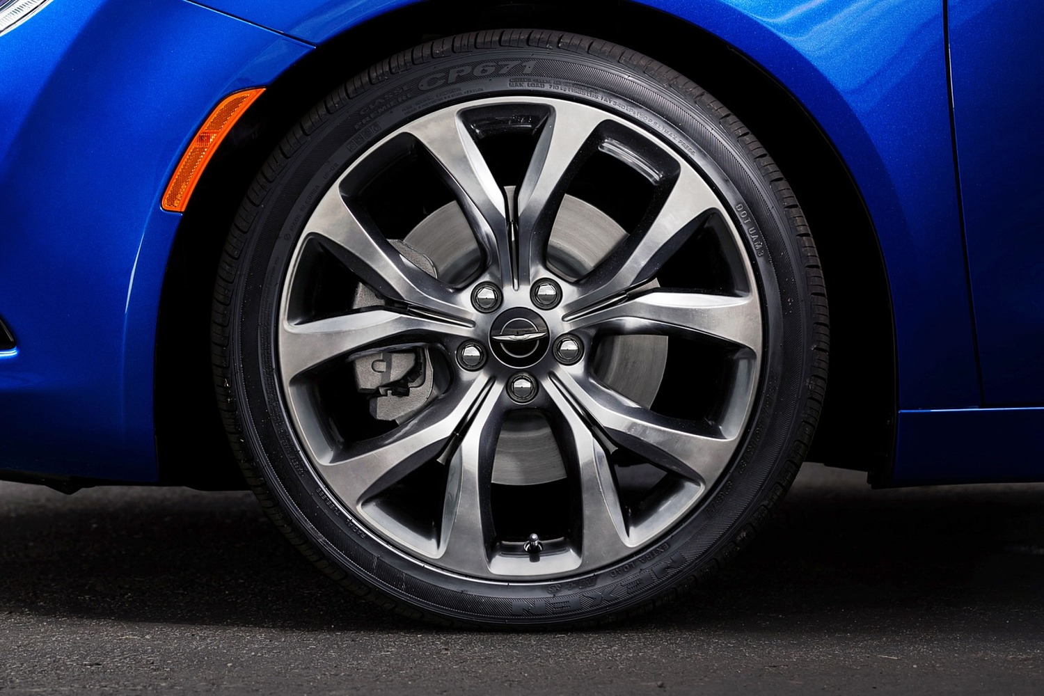2016 Chrysler 200 S Sedan Wheel