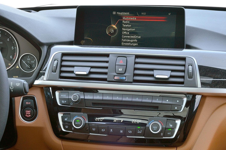 BMW 3 Series 328d xDrive Wagon Center Console. Euro Model Shown. (2016 model year shown)