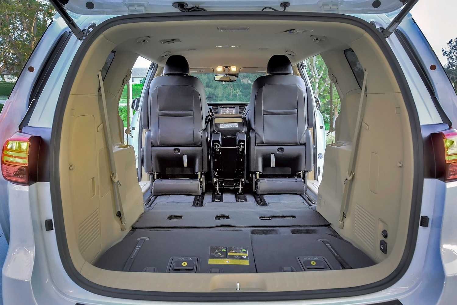 Kia Sedona SX Limited Passenger Minivan Cargo Area (2016 model year shown)