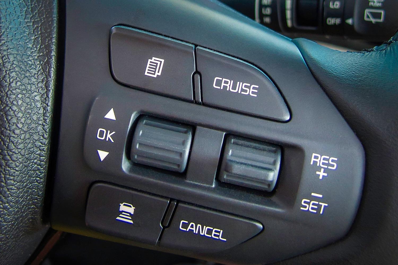 2016 Kia Sedona SX Limited Passenger Minivan Steering Wheel Detail