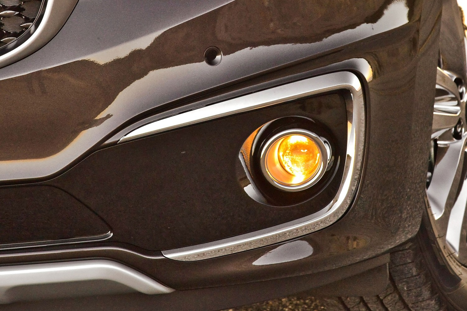 Kia Sedona SX Limited Passenger Minivan Fog Light (2016 model year shown)