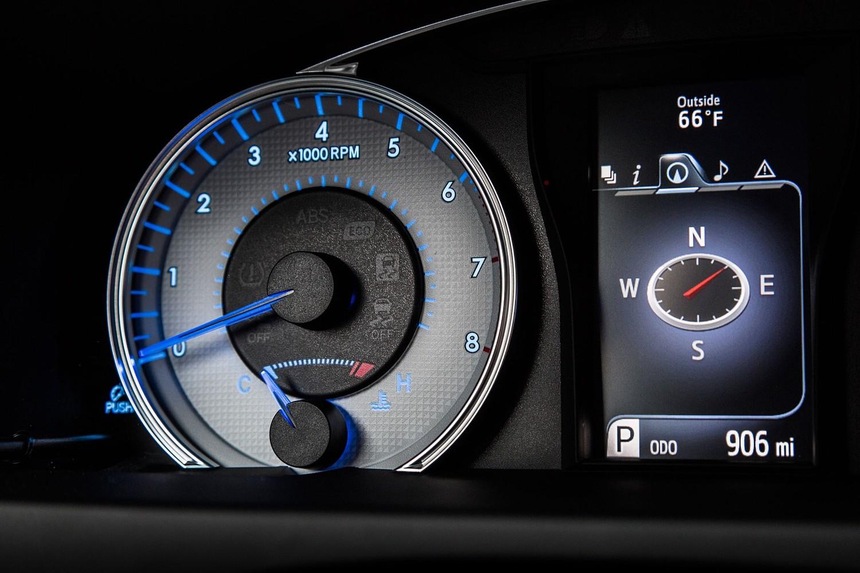 2016 Toyota Camry Special Edition Sedan Gauge Cluster