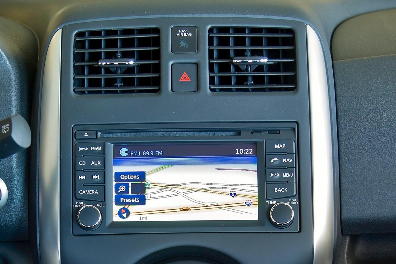 2016 Nissan Versa Note 1.6 SL 4dr Hatchback Center Console
