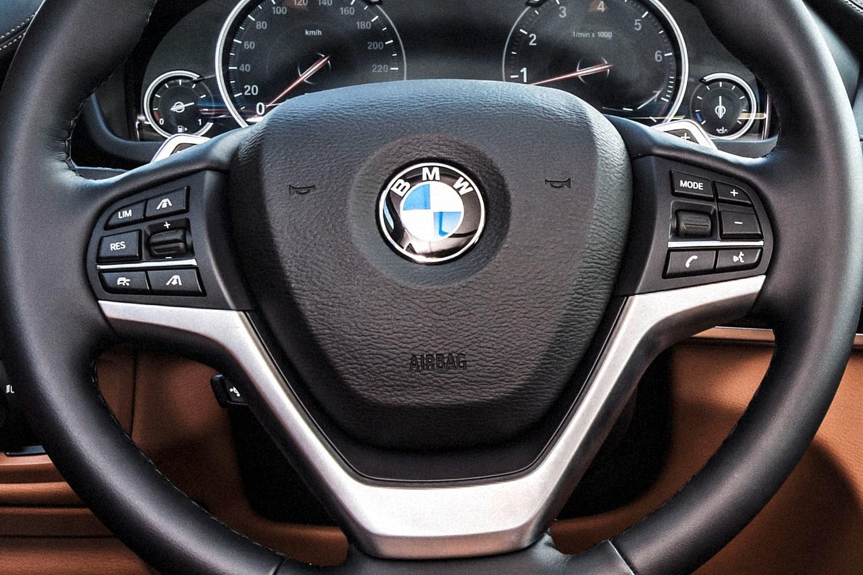 2016 BMW X6 xDrive50i 4dr SUV Steering Wheel Detail