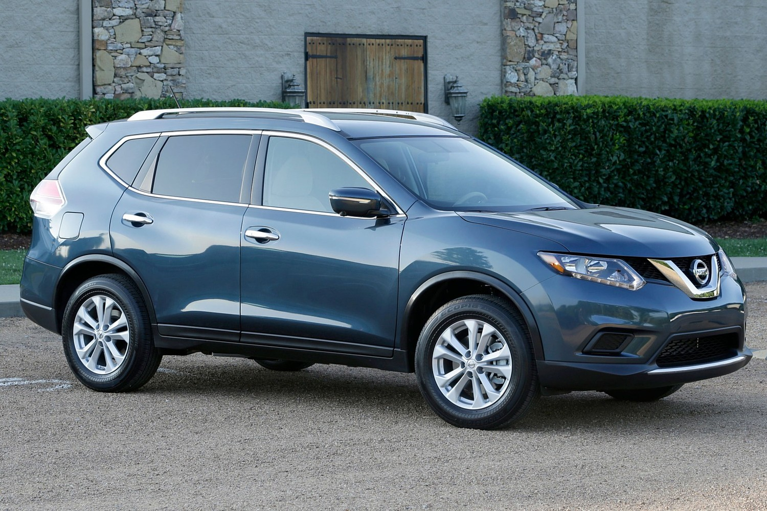 2016 Nissan Rogue SV 4dr SUV Exterior Shown