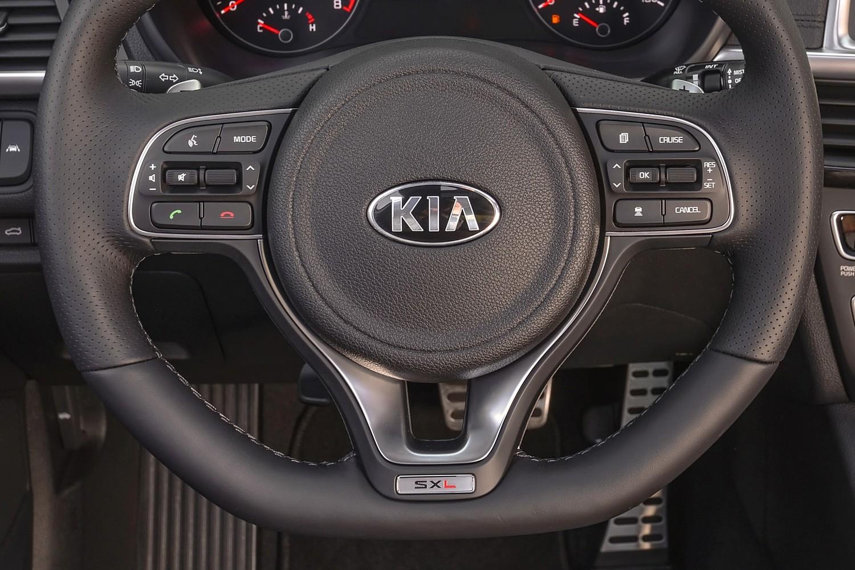 2016 Kia Optima SXL Turbo Sedan Steering Wheel Detail