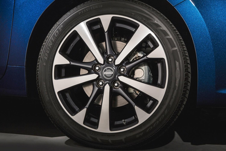 2016 Nissan Altima 2.5 SR Sedan Wheel