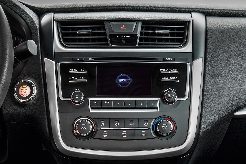 2016 Nissan Altima 2.5 SR Sedan Center Console