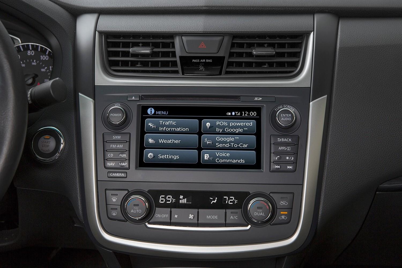 2016 Nissan Altima 3.5 SR Sedan Center Console