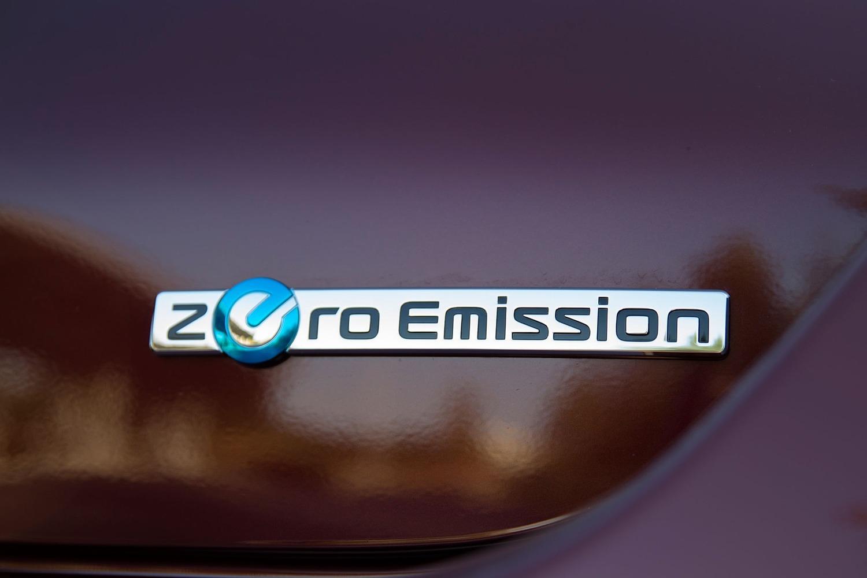 Nissan Leaf SL 4dr Hatchback Rear Badge (2016 model year shown)