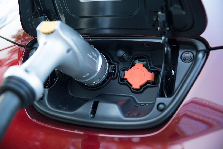 Nissan Leaf SL 4dr Hatchback Exterior Detail (2016 model year shown)