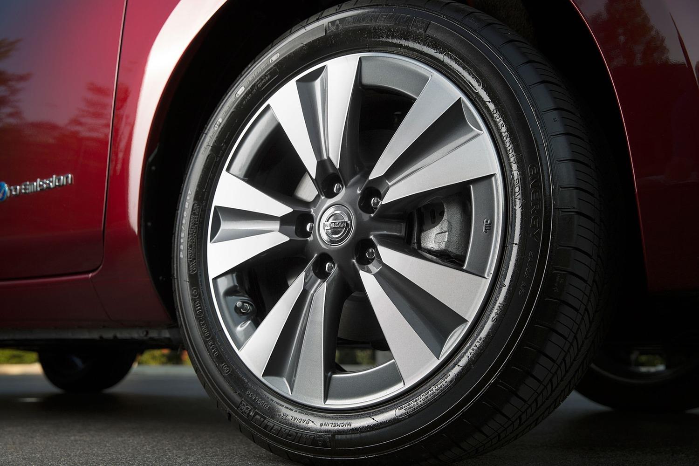 Nissan Leaf SL 4dr Hatchback Wheel (2016 model year shown)