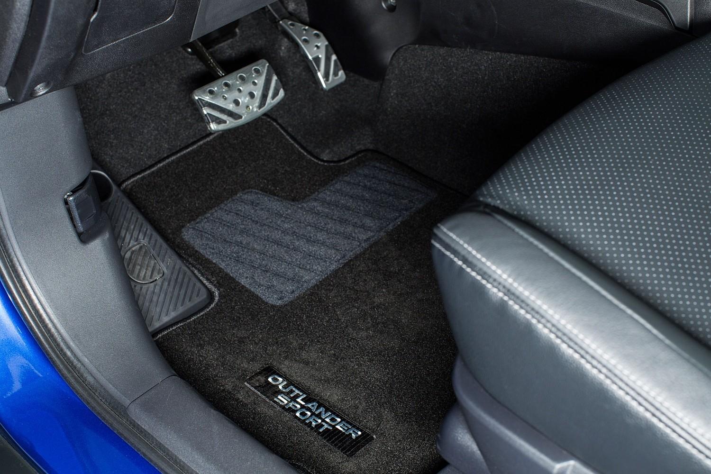 2016 Mitsubishi Outlander Sport 2.4 GT 4dr SUV Interior Detail