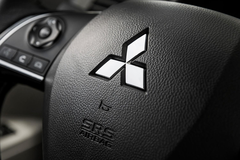 2016 Mitsubishi Outlander Sport 2.4 SE 4dr SUV Steering Wheel Detail