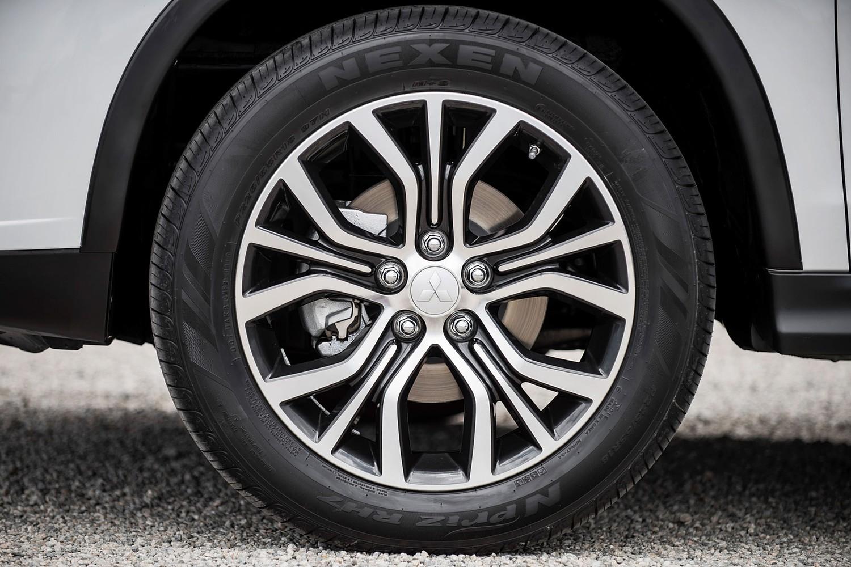 2016 Mitsubishi Outlander Sport 2.4 SEL 4dr SUV Wheel
