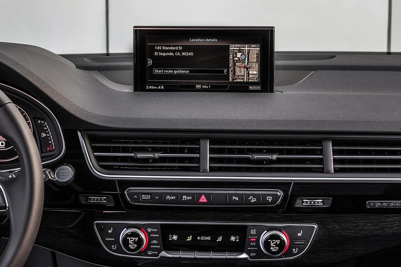2017 Audi Q7 Prestige 4dr SUV Center Console