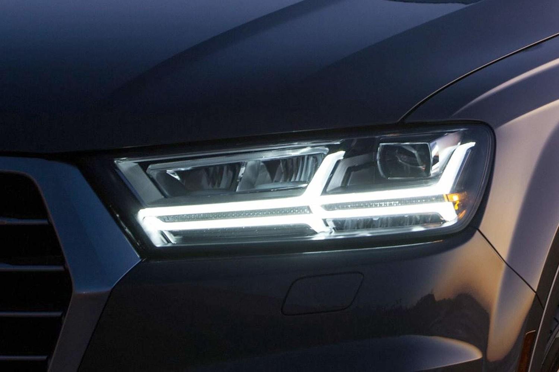 2017 Audi Q7 Prestige 4dr SUV Headlamp Detail
