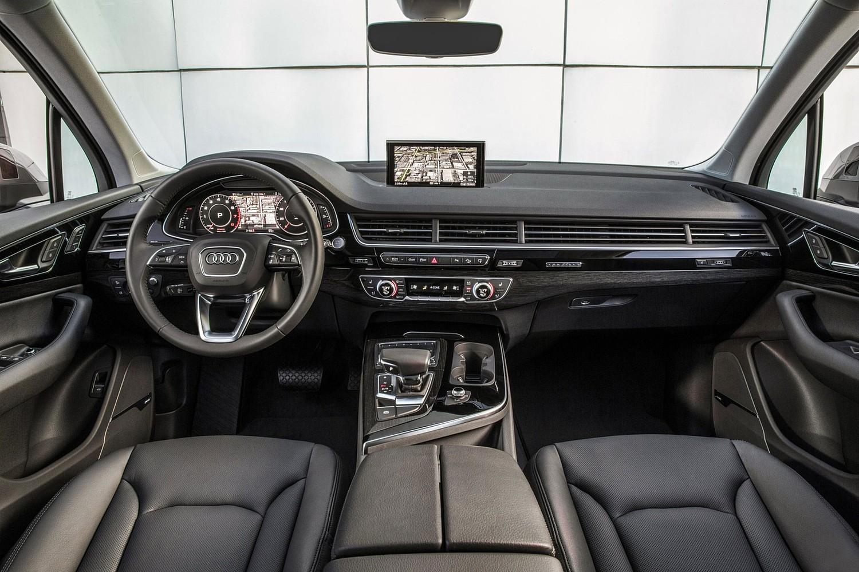 2017 Audi Q7 Prestige 4dr SUV Dashboard Shown