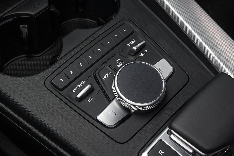2017 Audi A4 2.0 TFSI Prestige quattro Sedan Aux Controls