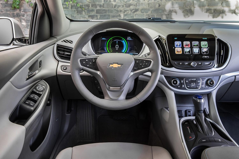 2017 Chevrolet Volt LT 4dr Hatchback Interior