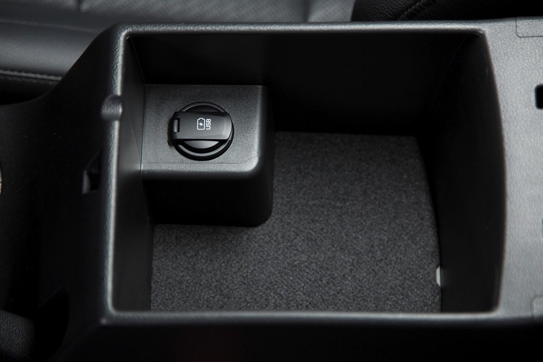 2017 Hyundai Elantra Limited Sedan Interior Detail