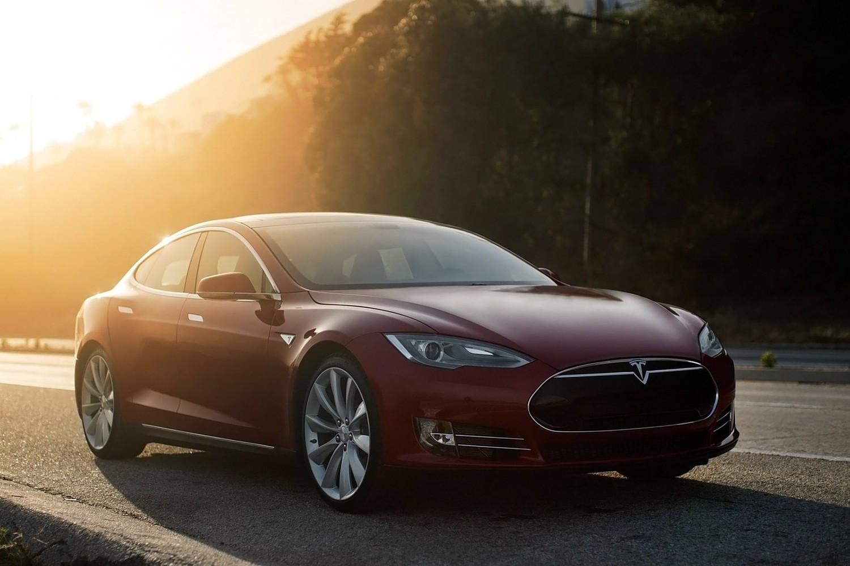 2016 Tesla Model S 90D Sedan Exterior