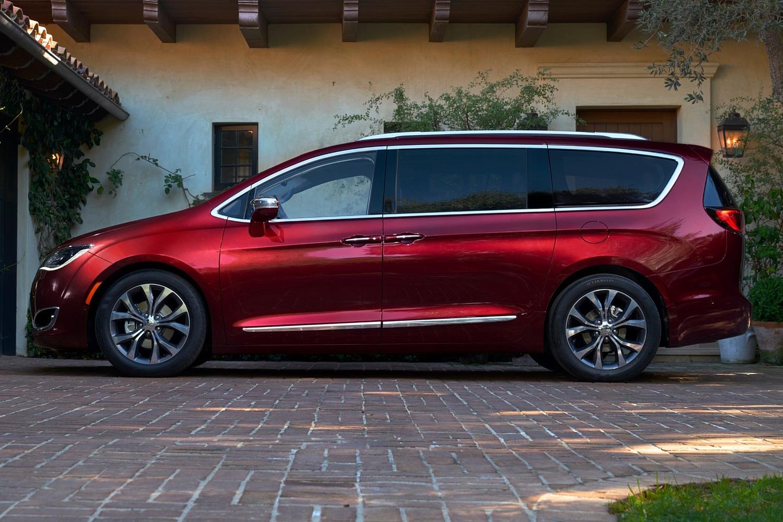 2017 Chrysler Pacifica Limited Passenger Minivan Exterior