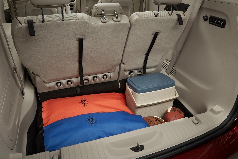 2017 Chrysler Pacifica Limited Passenger Minivan Interior Detail