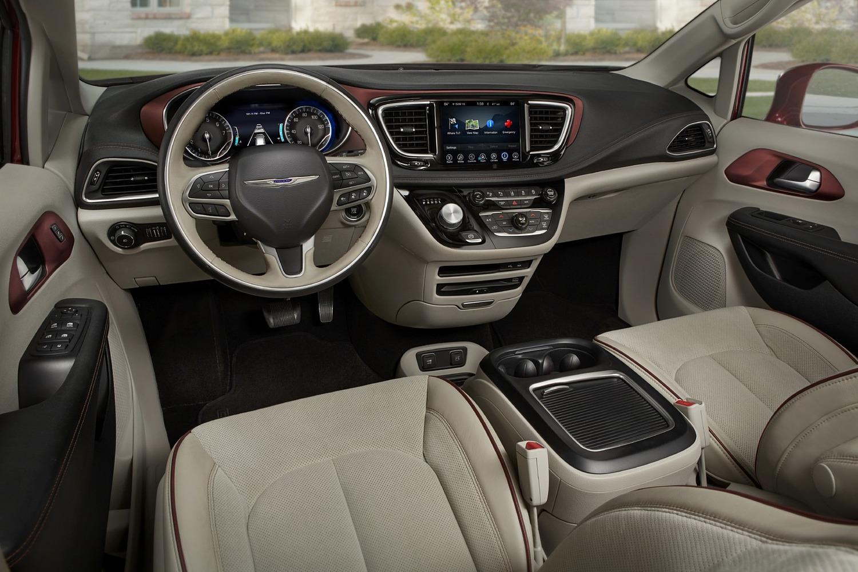 2017 Chrysler Pacifica Limited Passenger Minivan Dashboard