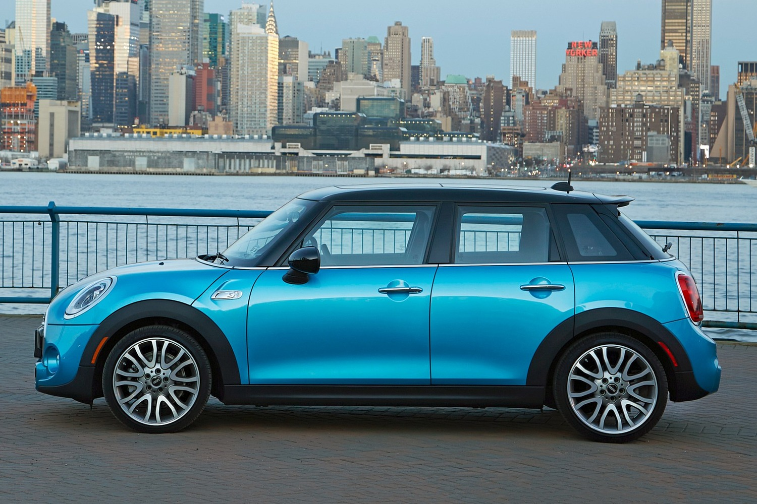 2017 MINI Hardtop 4 Door Cooper S 4dr Hatchback Exterior. Options Shown.