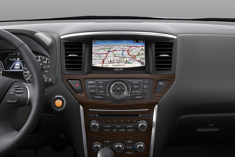 Nissan Pathfinder Platinum 4dr SUV Center Console (2017 model year shown)