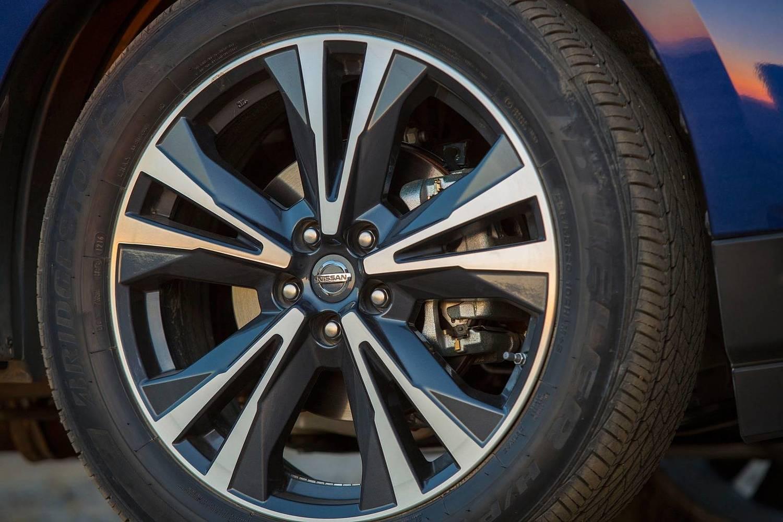 Nissan Pathfinder Platinum 4dr SUV Wheel (2017 model year shown)