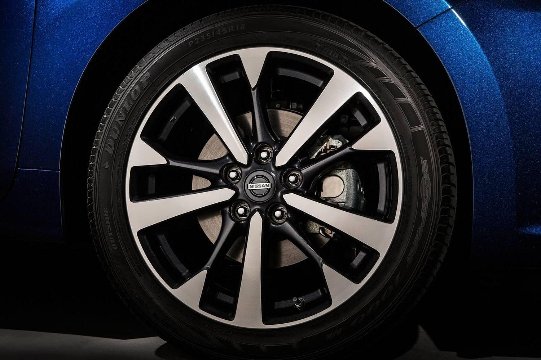 2017 Nissan Altima 2.5 SR Sedan Wheel
