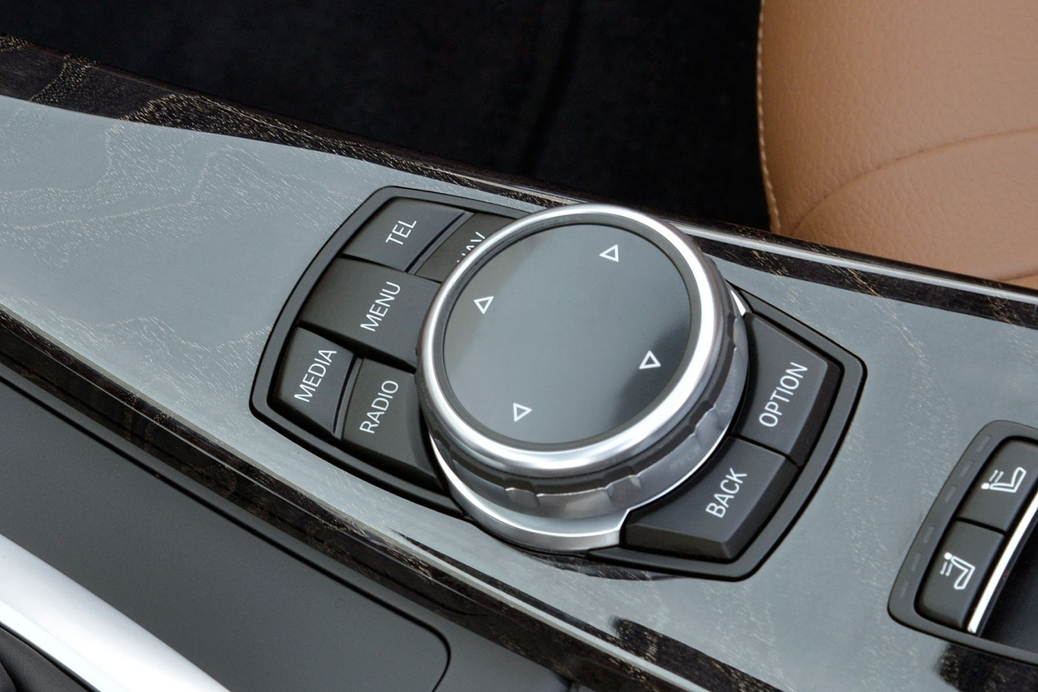 2017 BMW 4 Series 440i Convertible Aux Controls. Luxury Line Package Shown.